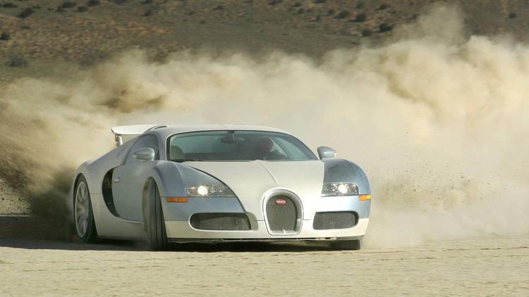Bugatti Veyron (402,33 km/h): Với động cơ W16 cùng công suất tối đa 987 mã lực, Bugatti Veyron từng lập kì lục tốc độ vào năm 2005 với thành tích trên dưới 402 km/h. Xây dựng một chiếc xe có thể đạt tốc độ này đã khó, để làm nó một cách an toàn và tin cậy còn khó hơn. Bugatti Veyron được xem là chiếc xe thể hiện được toàn bộ khả băng của Volkswagen Group.
