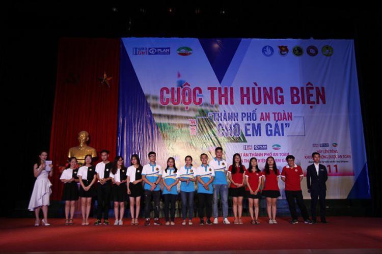 Ba đội chơi tham gia cuộc thi.