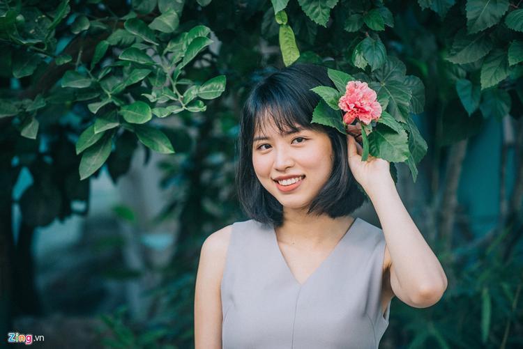 Hồng Nhung hiện là giảng viên Marketing cho các lớp hệ chất lượng cao tại ĐH KTQD, đã lập gia đình và có 2 con nhỏ.