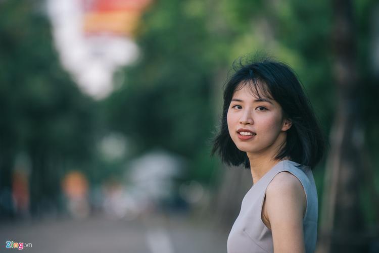 Hồng Nhung vừa xúc động, vừa ngưỡng mộ quyết tâm sống đúng với con người mình của chị họ Hương Giang.