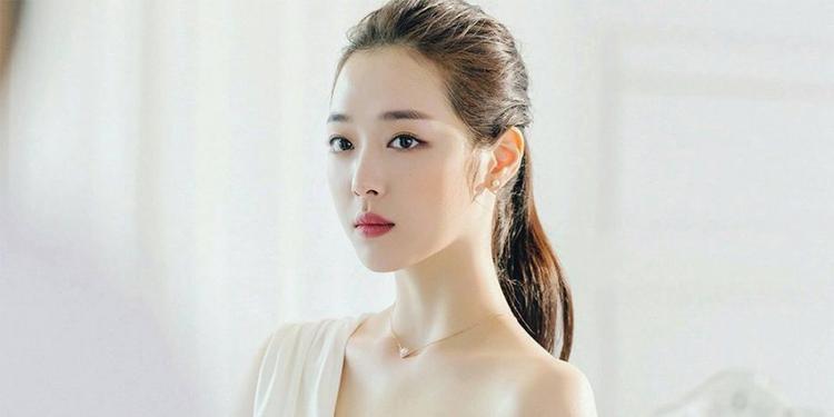 """Bí quyết sở hữu đôi môi hồng gợi cảm như """"búp bê"""" Choi Sulli"""