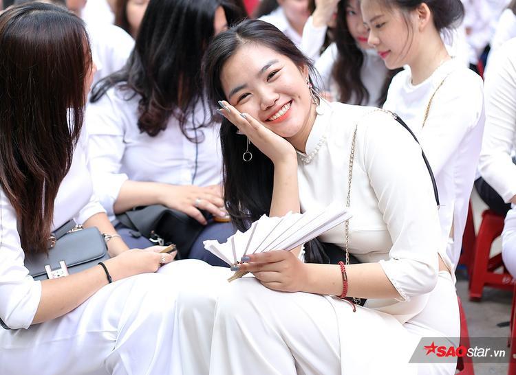 Nguyễn Trần Phương Thảo - Hoa khôi THPT Việt Đức rạng rỡ trong tà áo dài trắng tinh khôi