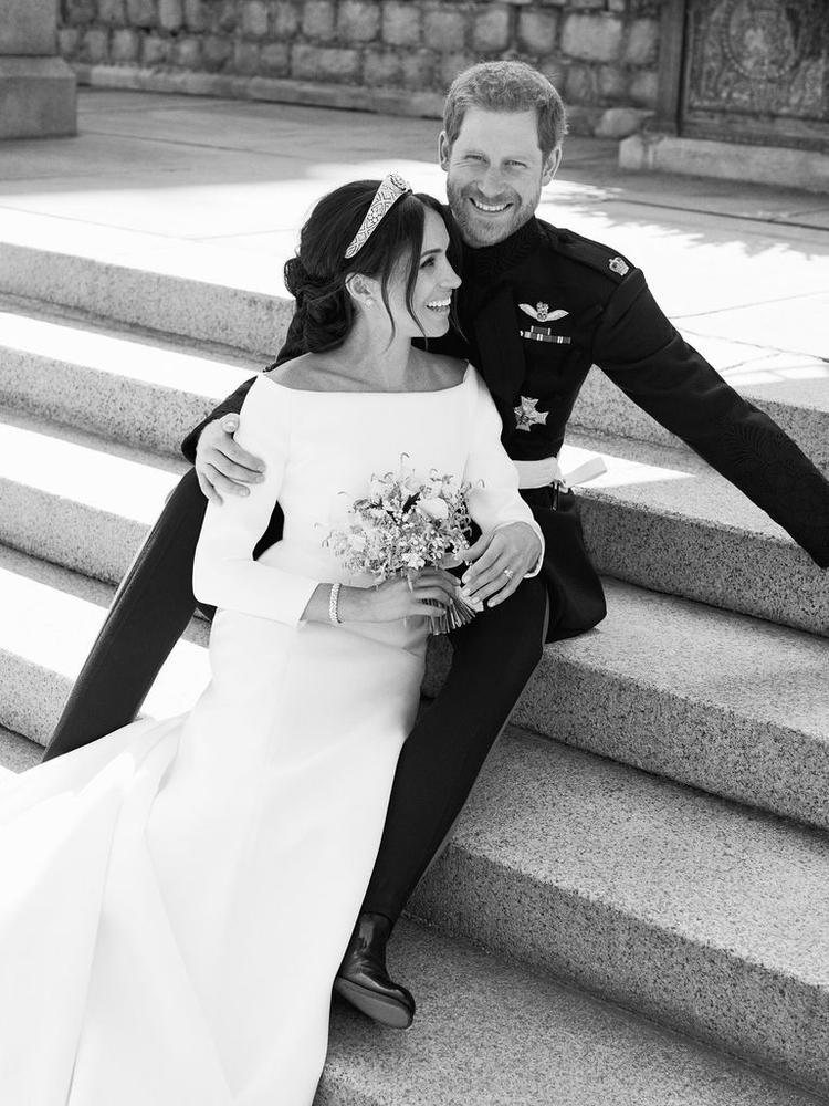 Bức ảnh cho thấy rõ niềm hạnh phúc của cặp đôi.