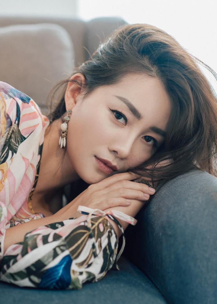 32 tuổi, MC Quỳnh Chi vẫn trẻ đẹp như hot girl