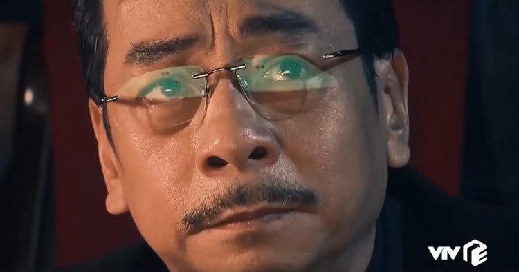 """Vẻ mặt Phan Quân không hề nao núng trước hành động bất ngờ của Long """"bá đạo""""."""
