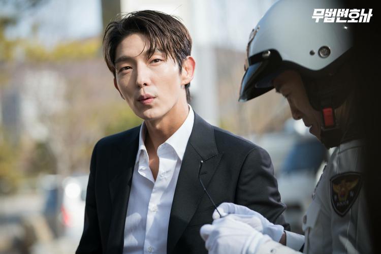 Nam ngôi sao sinh năm 1982 - Lee Jun Ki.