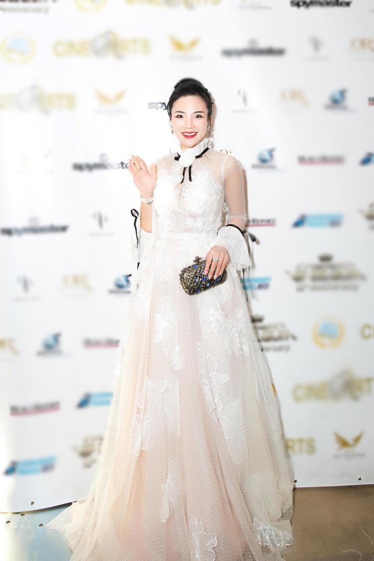 Trong đêm Gala, Fashionista Stella Chang diện đầm công chúa lộng lẫy và sang trọng.