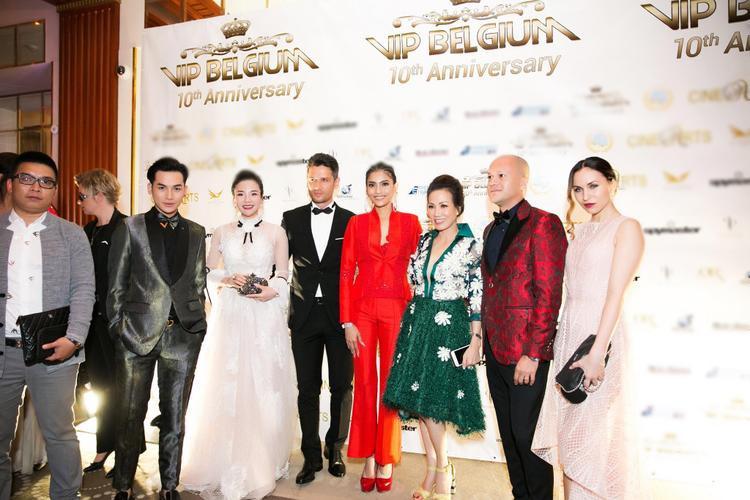 Fashionista Stella Chang nổi bật cùng dàn khách mời VIP của chương trình.