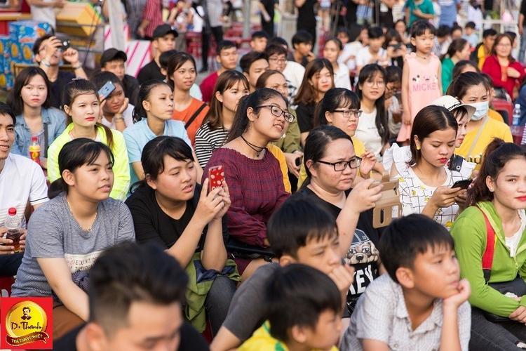 Giới trẻ Đà Nẵng quẩy hết mình  check in hết góc cùng Sao tại Lễ hội ẩm thực đường phố