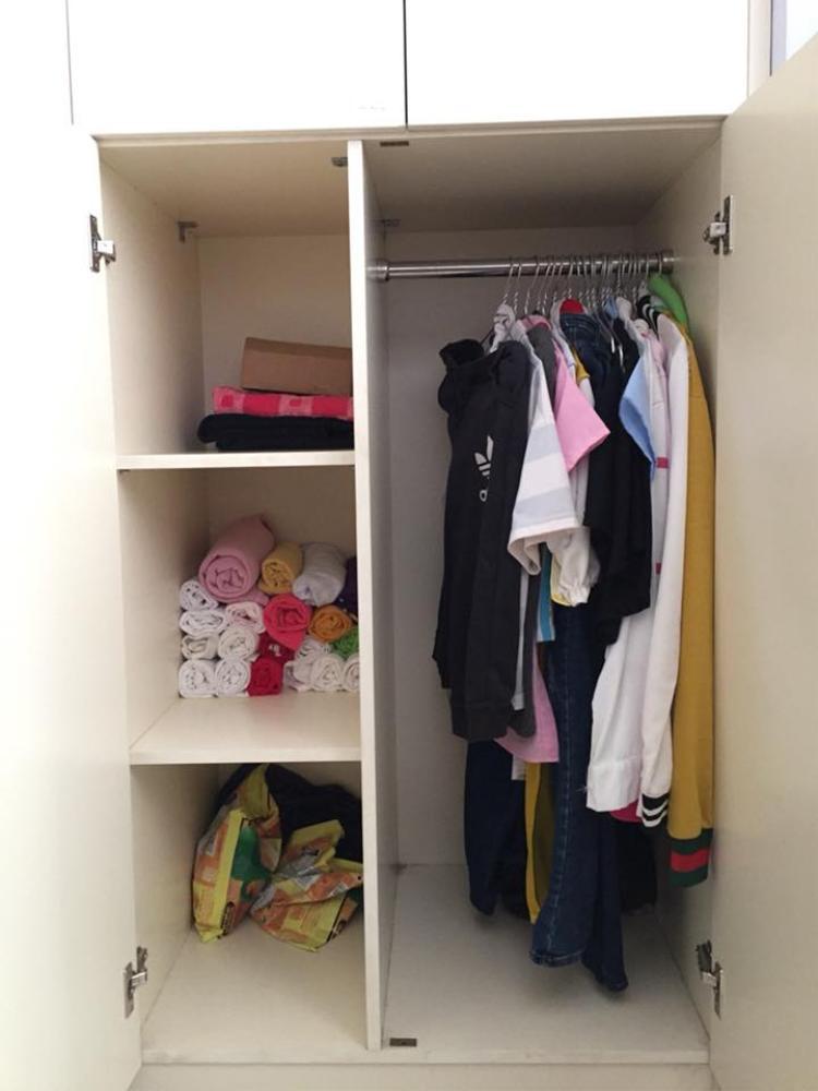 Mỗi bạn sẽ được nhận 1 tủ đựng đồ rộng rãi và sạch đẹp như thế này.