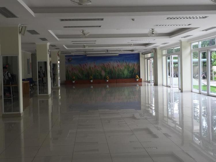 Sảnh lớn tại KTX Cỏ May là nơi để các bạn sinh viên sinh hoạt chung.