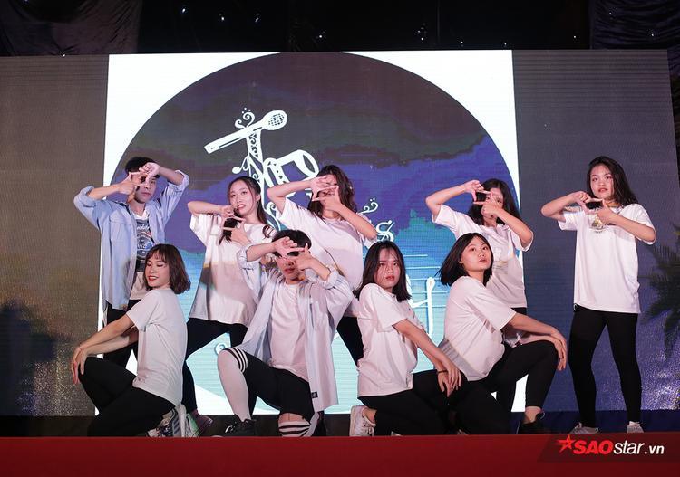 Clip cover High school musical của teen cuối cấp Việt Đức khiến hàng nghìn người bồi hồi nhớ về tuổi thanh xuân rực rỡ