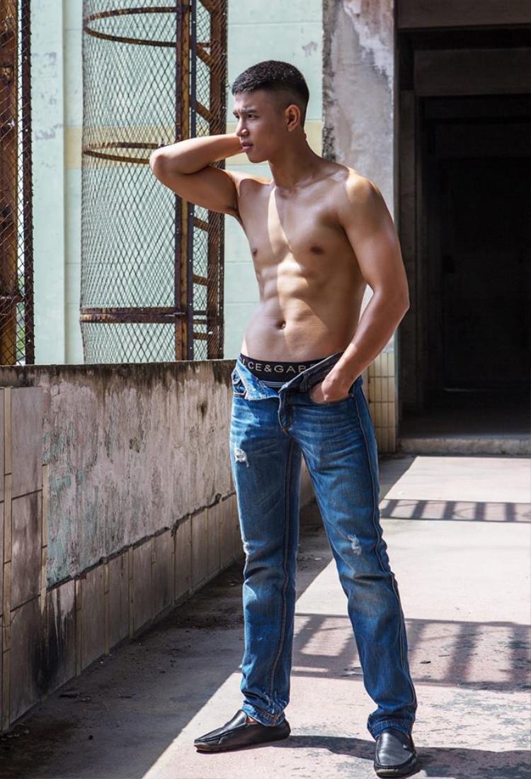 Khi được hỏi về điểm mạnh và yếu của bản thân trong cuộc thi, Văn Bảo cho biết, anh tự tin về khuôn mặt và ngoại hình của mình, nhưng đồng thời cần khắc phục khả năng diễn xuất, pose dáng trước ống kính.