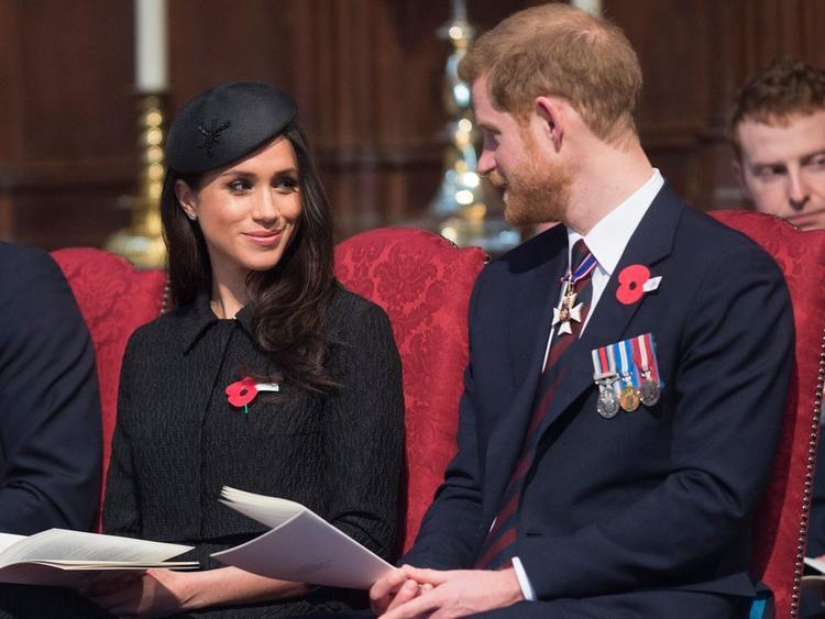 Hoàng tử Harry và Meghan trong một buổi cầu nguyện. Ảnh: Getty