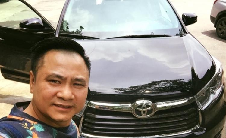 Vào năm 2016, Tự Long chia sẻ cùng Fan về loạt ảnh chiếc Toyota Highlander mới mua trên tài khoản Facebook.