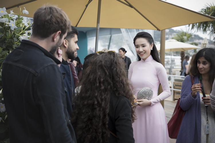 Nhã Phương diện áo dài duyên dáng tại Liên hoan phim Cannes.