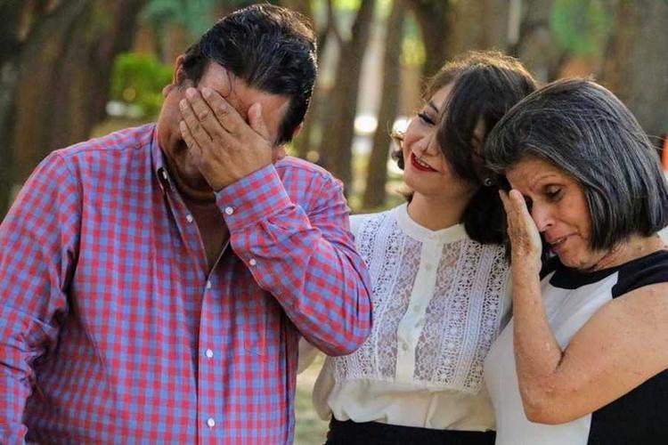 Bố mẹ Mujica đã bật khóc vì hạnh phúc khi thấy con trai mình tốt nghiệp.