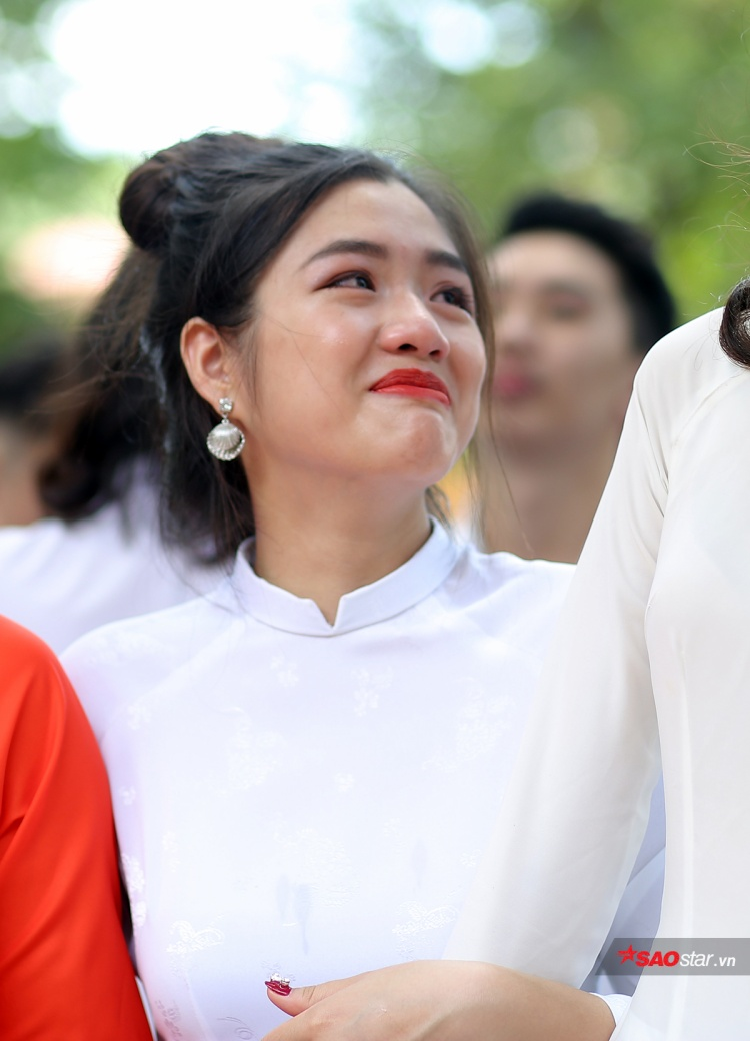 Đặc sản trong lễ bế giảng của teen Chu Văn An: Cả một trời gái xinh khiến dân mạng xao xuyến