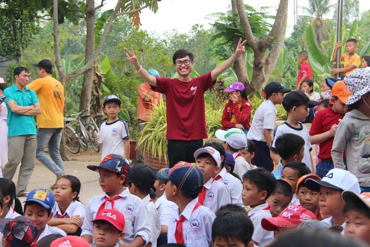 Từ tổ chức hội hè cho trẻ em khó khăn…