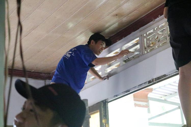 …đến sửa nhà cho người nghèo, CLB CTXH đều không từ chối.