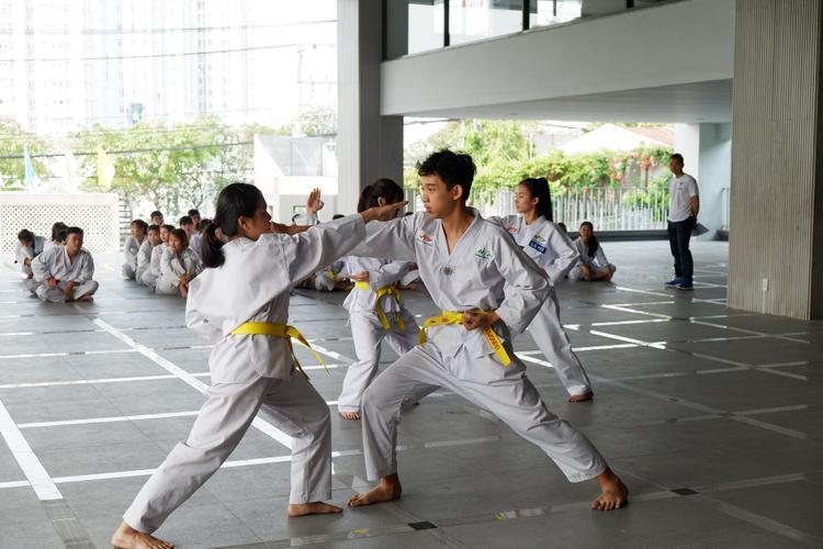 Học võ để tránh xung đột.