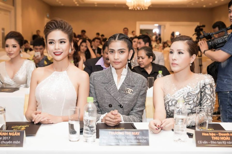 Trương Thị May và Hoa hậu Thu Hoài.