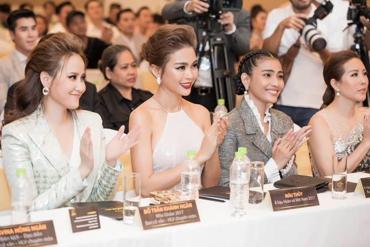 Hoa hậu Hoàn cầu 2017 Khánh Ngân (bìa ngoài cùng).