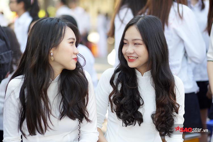Nụ cười rạng rỡ của 2 nữ sinh xinh đẹp trường Chu Văn An.