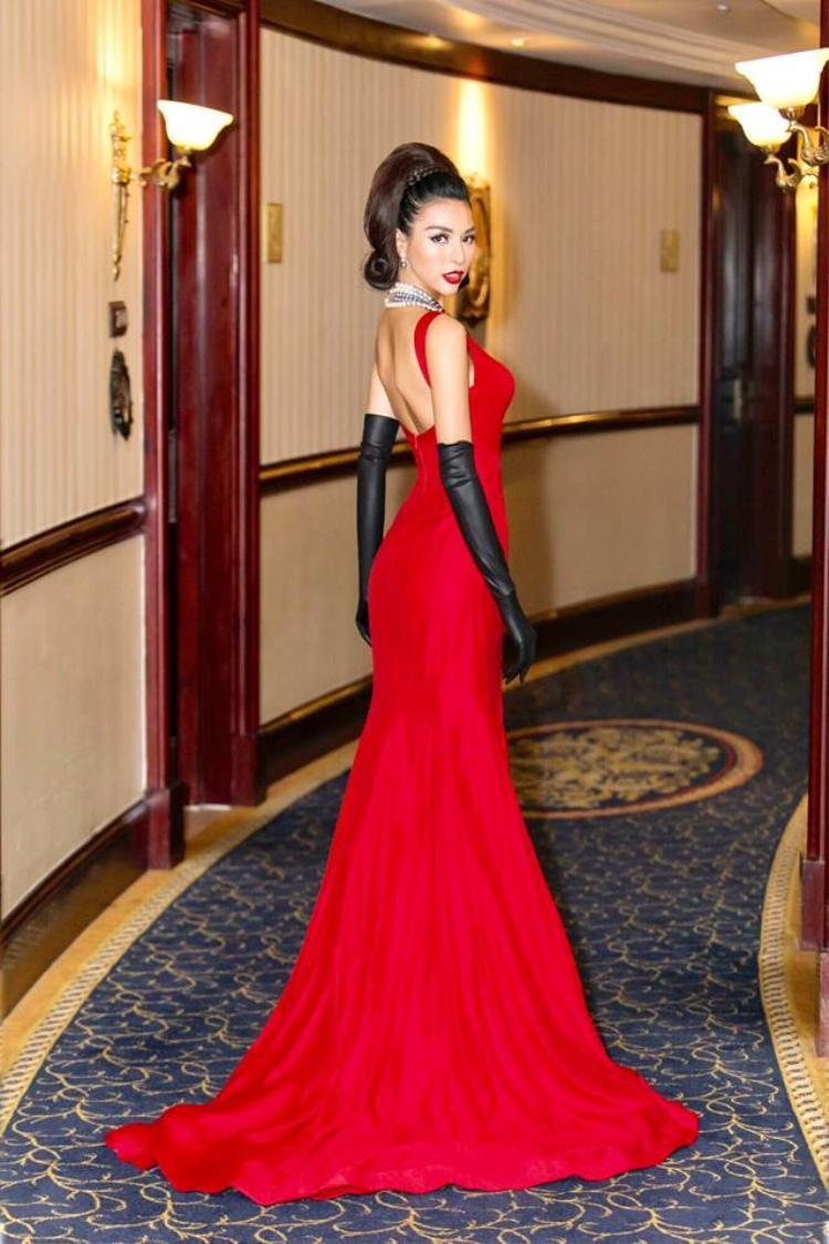 """Hiện Khả Trang là chân dài duy nhất của Việt Nam nằm trong top danh sách những mỹ nhân đương đại nóng bỏng nhất thế giới. Chính vì điều đó, hoàn toàn không ngoa khi nói rằng chân dài họ Dương là siêu mẫu có hình thể đẹp nhất trong làng mốt Việt và thuộc """"hàng hiếm"""" hiện nay."""