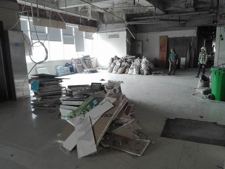 Cơ sở của trung tâm MST English tại tầng 3 Trần Phú, Hà Đông, Hà Nội hiện đang được tháo dỡ.