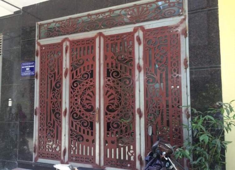 Trụ sở chính của MST English tại đường Cầu Vồng, phường Phúc Thắng, Bắc Từ Liêm đóng cửa. Từ ngày 16/5 một số học viên đã đòi lại được tiền ở trung tâm này.