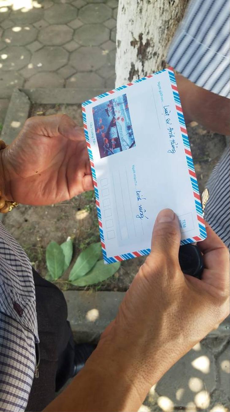 Phòng bì bà Hương ghi rõ gửi viếng nạn nhân đã mất.