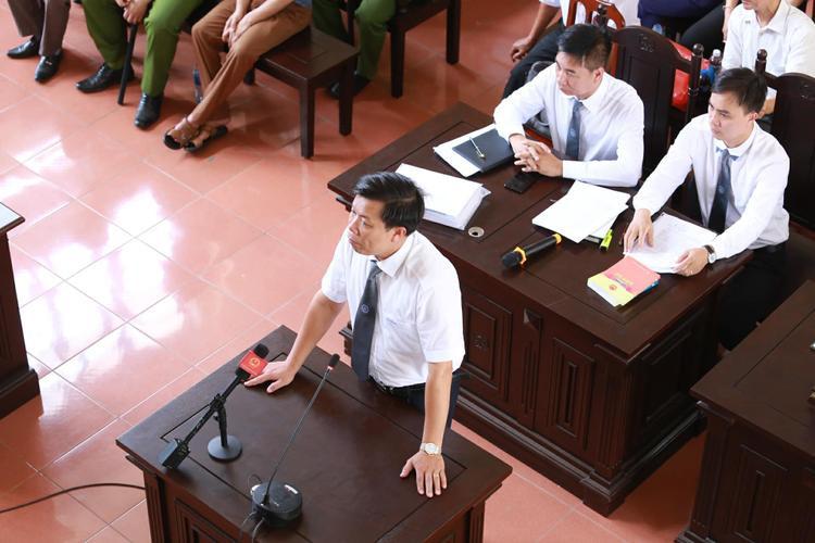 Luật sư Thiệp trả lời những câu hỏi của đại diện HĐXX.