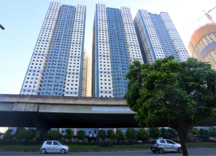 Khu vực phường Đại Kim có khoảng 40 toà chung cư nhưng đến nay không có bãi đỗ xe ôtô, người dân các khu chung cư náo loạn vì không biết gửi ở đâu. Ảnh: Phương Sơn