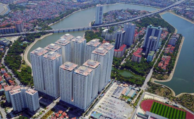 Khu đô thị HH Linh Đàm có khoảng 50.000 dân sinh sống nhưng không có bãi đỗ xe ôtô, trong khi đó các dự án bãi đỗ xe thông minh ở khu vực này vẫn nằm trên giấy. Ảnh: Phạm Hùng