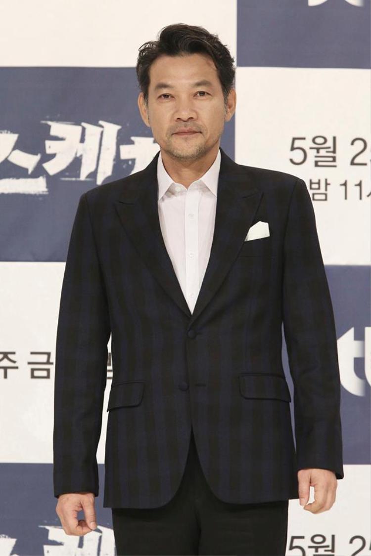 Họp báo Sketch: Lee Sun Bin mờ nhạt, bố một con Bi Rain  Lee Dong Gun đẹp cuốn hút đốn tim fan