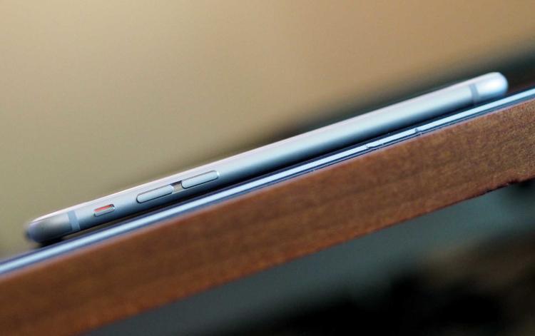 iPhone 6 và iPhone 6 Plus ghi nhận bước chân của Apple vào lãnh địa của phân khúc smartphone màn hình lớn. Tuy nhiên, mọi thứ không quá suôn sẻ với ông lớn này.