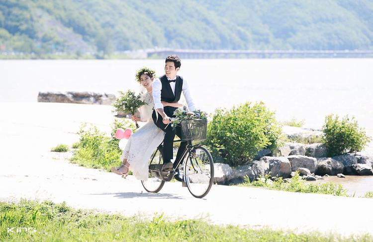 """Uee và Kim Kang Woo trong """"Chồng tôi là Oh Jak Doo""""."""