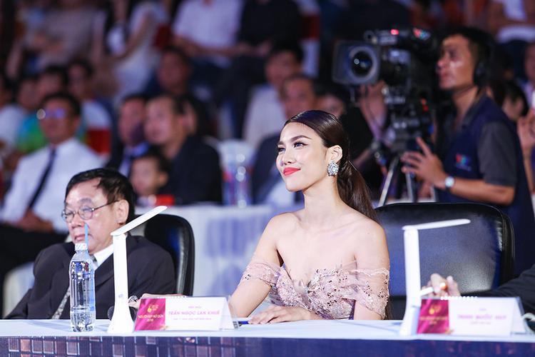 Giám khảo cuộc thi Hoa khôi xứ dừa 2016.