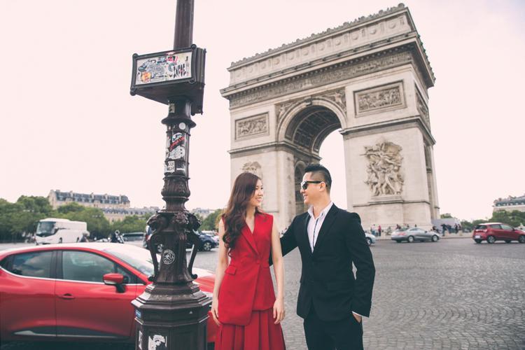 Khoảnh khắc ngọt ngào của vợ chồng Hoa hậu Phí Thùy Linh tại Pháp
