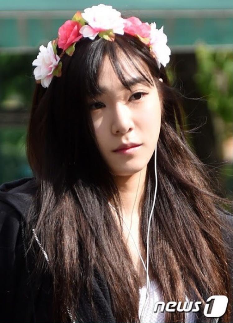Cũng may Tiffany hợp với tóc tối màu nên không phải tẩy tóc nhiều. Tuy nhiên chỉ các sản phẩm tạo kiểu thôi cũng đủ tàn phá mái tóc của cô nàng.