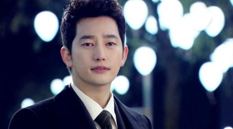 Còn vai diễn mà Park Shi Hoo sẽ đóng là một diễn viên hạng A bị ám ảnh nặng nề sau một vụ bắt cóc.