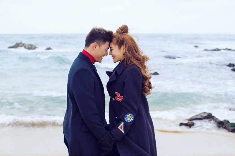 Linh Chi và Lâm Vinh Hải thường xuyên thể hiện tình cảm trên trang cá nhân.