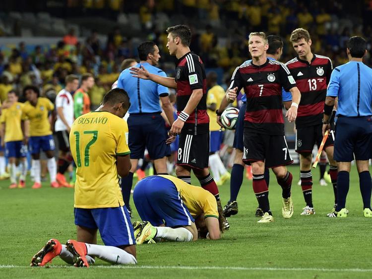 Với các đội chơi Gegenpressing, họ duy trì pressing cường độ cao trên phần sân đối thủ để làm cho đối thủ hoảng sợ và sụp đổ, như Đức hủy diệt Brazil tới 7-1 ở bán kết World Cup 2014.