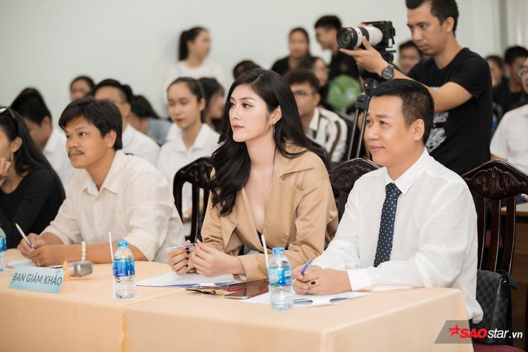 """Huỳnh Tiên thu hút mọi ánh nhìn trong vòng sơ khảo """"Sinh viên thanh lịch""""."""