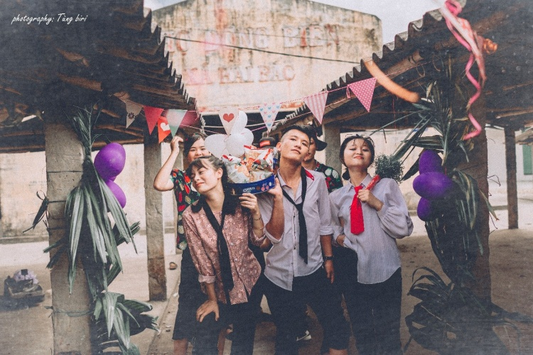 Hiện tại, bộ ảnh của teen Trần Quốc Tuấn vẫn đang nhận được lời khen và sự thích thú của cộng đồng mạng.
