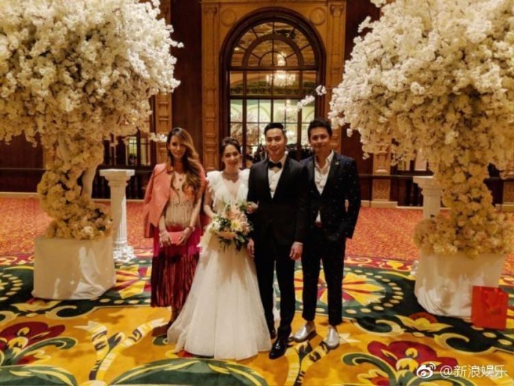 Hôn lễ giới hạn 50 khách mời nên những hình ảnh hiếm hoi được công bố khiến fan hết sức thích thú.
