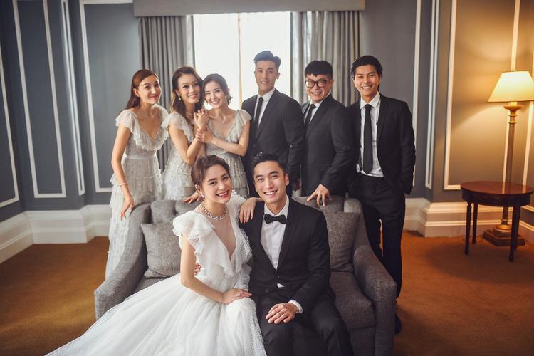 Dàn phù dâu gồm bạn thân của Chung Hân Đồng như Ah Sa, Trịnh Hy Di… đều có mặt.