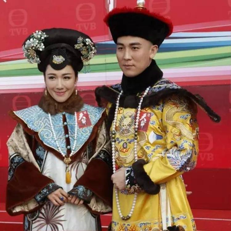 Vua Gia Khánh và Hiếu Hòa Duệ hoàng hậu