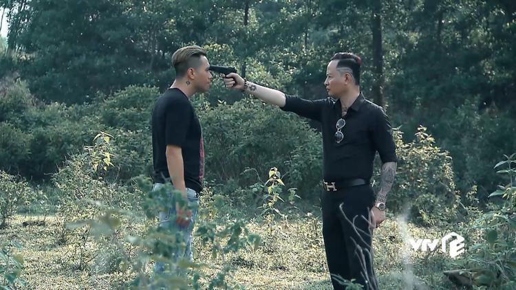 """Đồng """"cá ngão"""" dí súng dọa giết Phan Hải."""